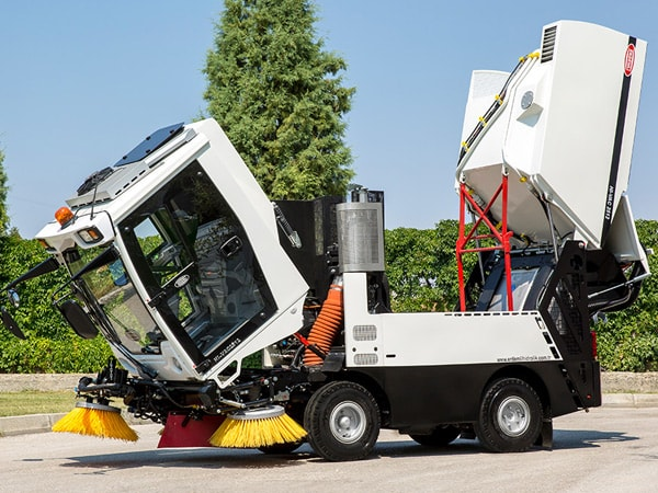 Erdemli Hydraulic HI-VAC Street Sweeping Machine Tilting Cabin
