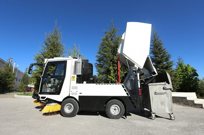 Erdemli Hydraulic HI-VAC Street Sweeping Machine
