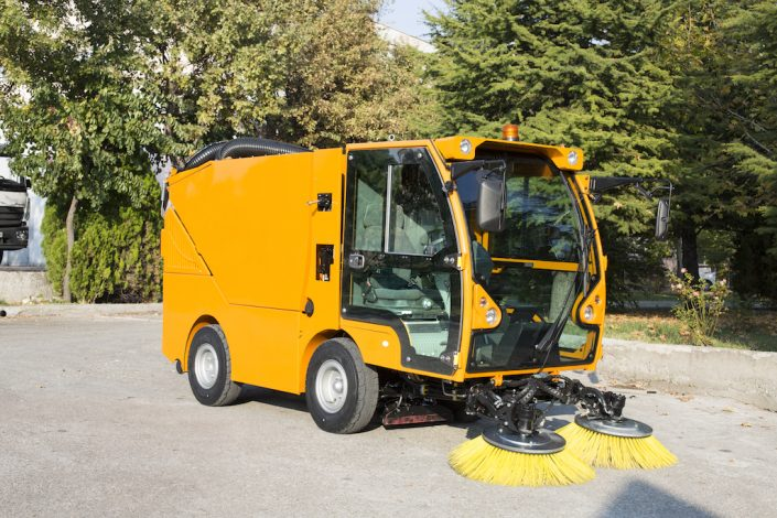 HI-VAC 4020 COMPACT TYPE VACUUM ROAD SWEEPER